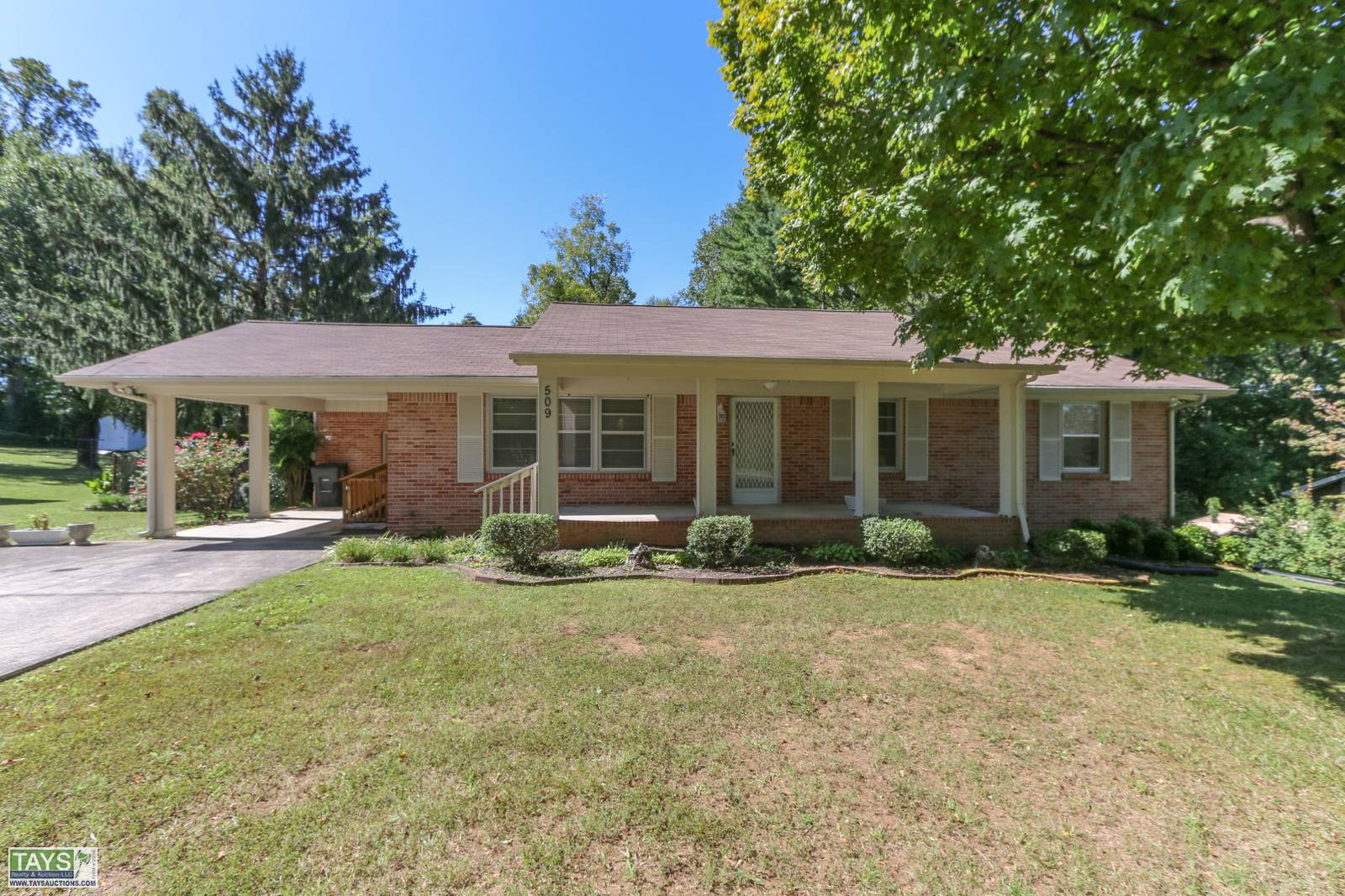 ONLINE ABSOLUTE AUCTION: 4 BR / 3 BA BRICK HOME on 0.5 Ac±